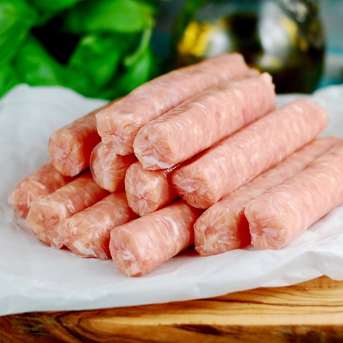 Raw breakfast sausages on a wooden board, uncooked sausages for breakfast ; Shutterstock ID 1507042004; Job (TFH, TOH, RD, BNB, CWM, CM): TOH