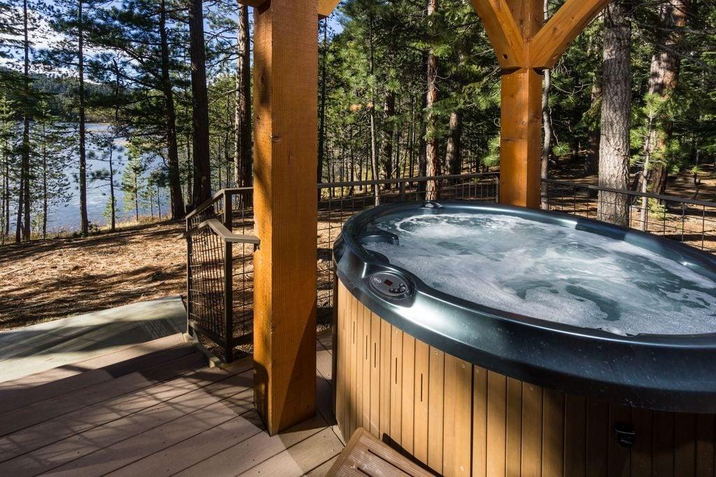 Romantic lake cabin: Tumalo Lake, Oregon