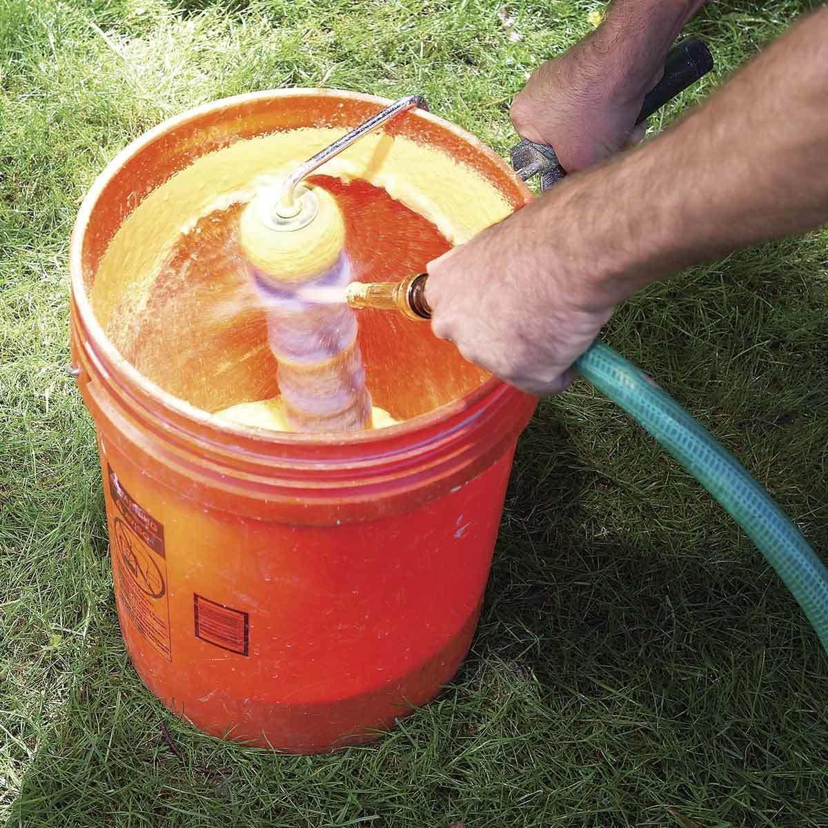 Spray-Clean Paint Roller