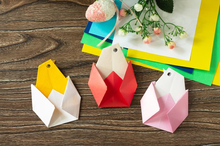 Gift Easter Origami Chicken. Handmade. The project of children's creativity, crafts, crafts for children.