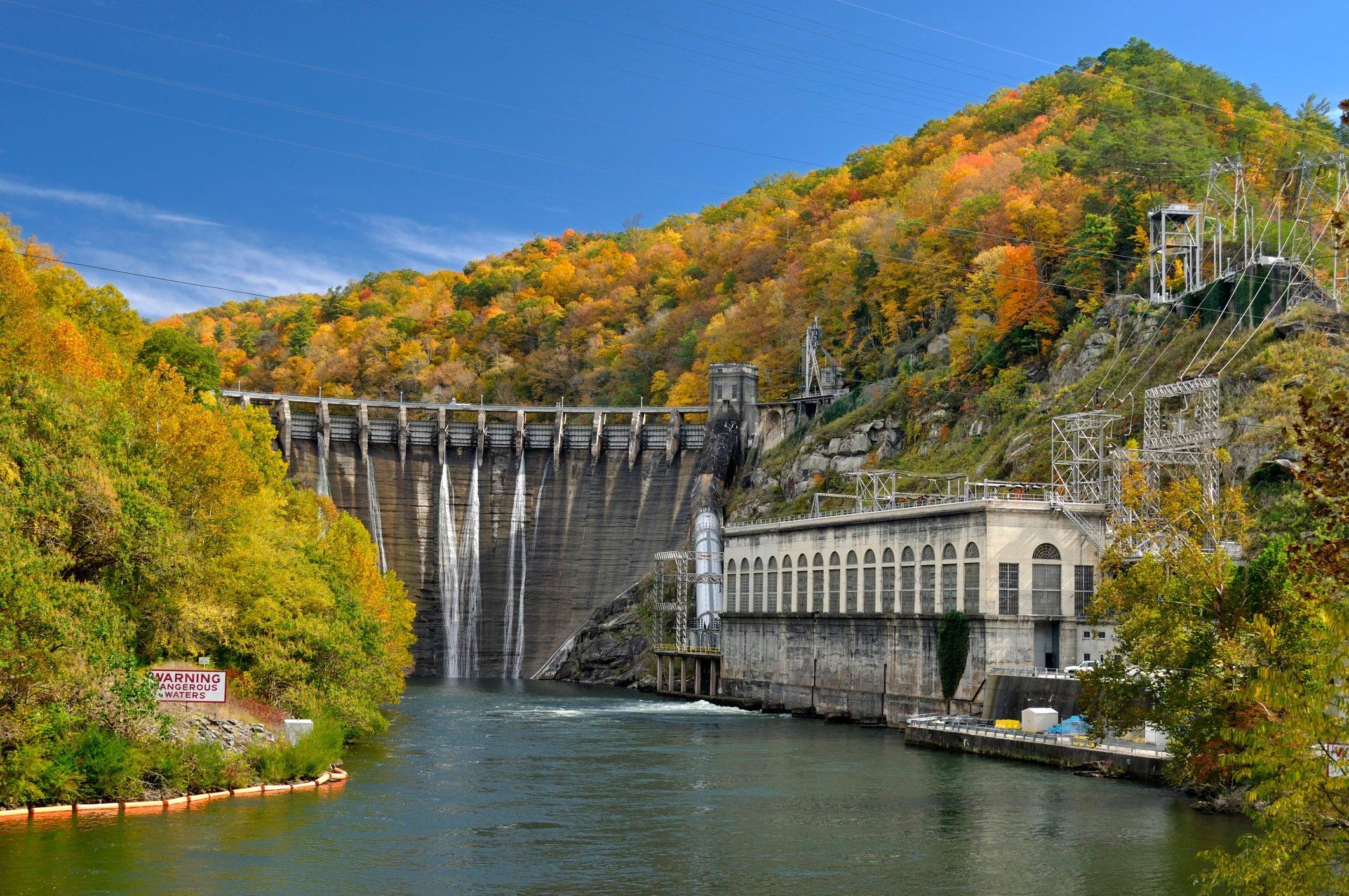 Cheoah Dam on Cherohala Skyway in North Carolina, USA