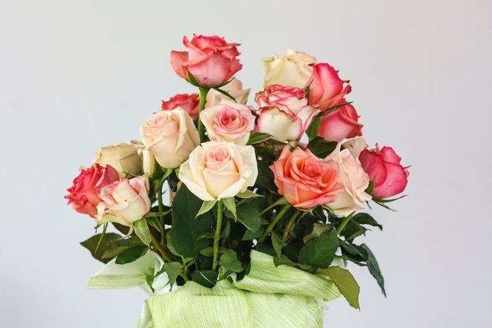 Bouquet of roses in different shades of pink
