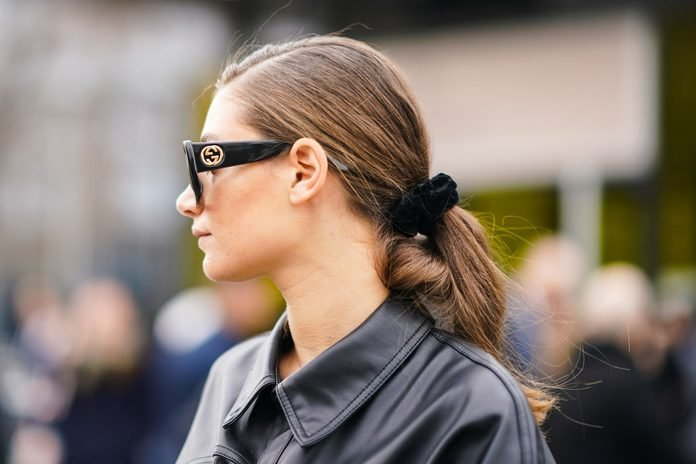 Street Style - Paris Fashion Week - Womenswear Fall/Winter 2020/2021 : Day Five