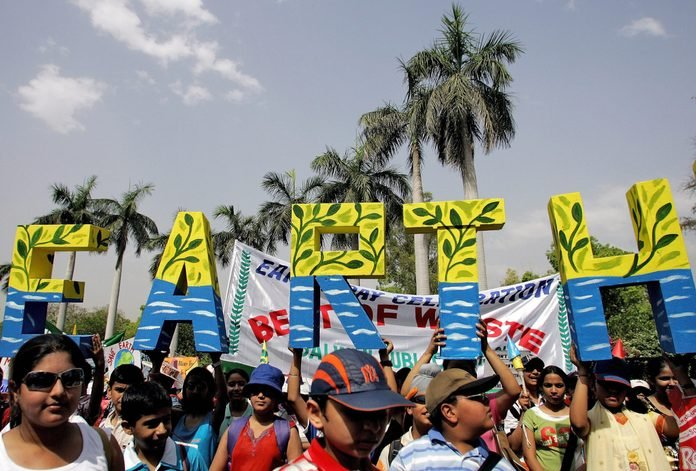 Indian schoolchildren take part in a parade to mark Earth Day in New Delhi, 22 April 2007.