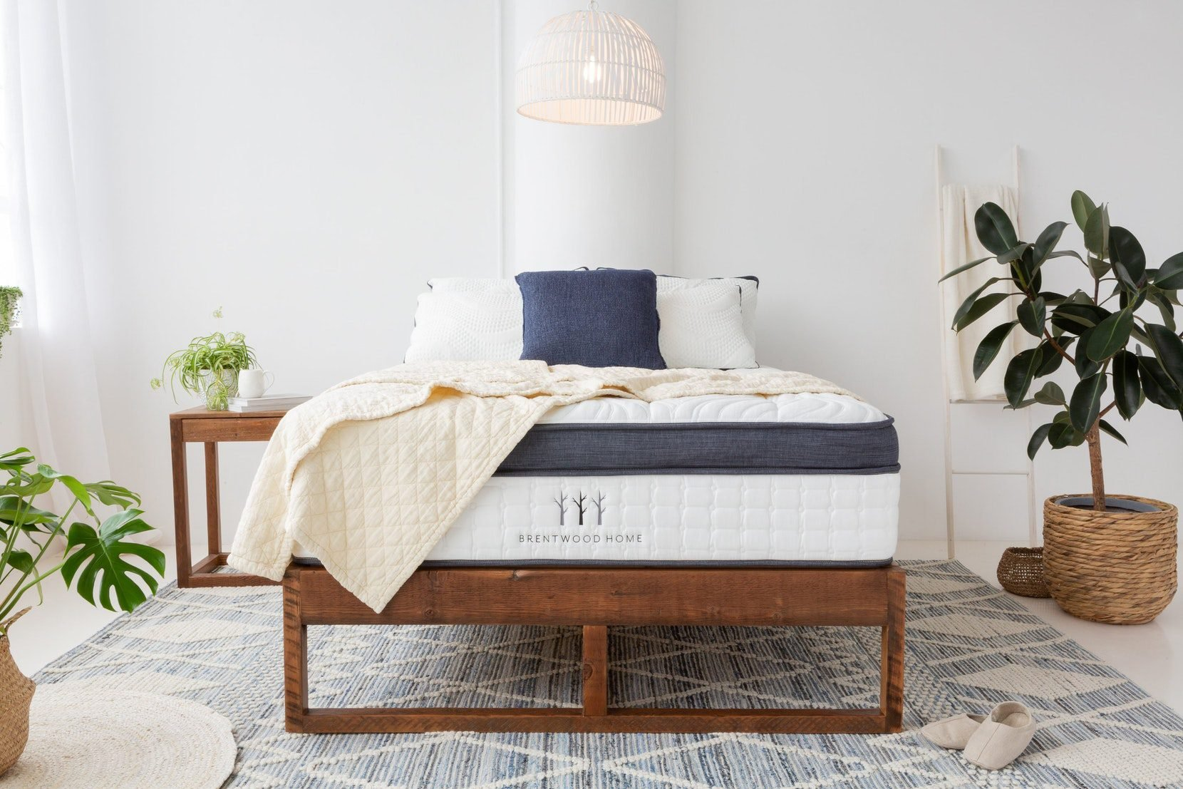 Brentwood Home Oceano Luxury Hybrid Mattress