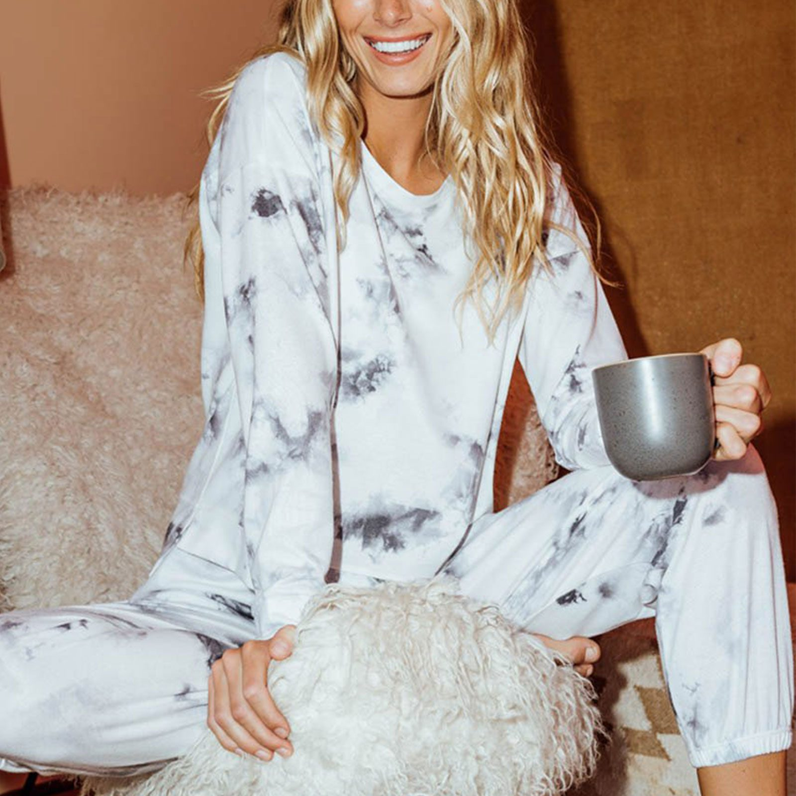 Best trendy loungewear set: Onzie High Low Sweatshirt and Weekend Sweatpants