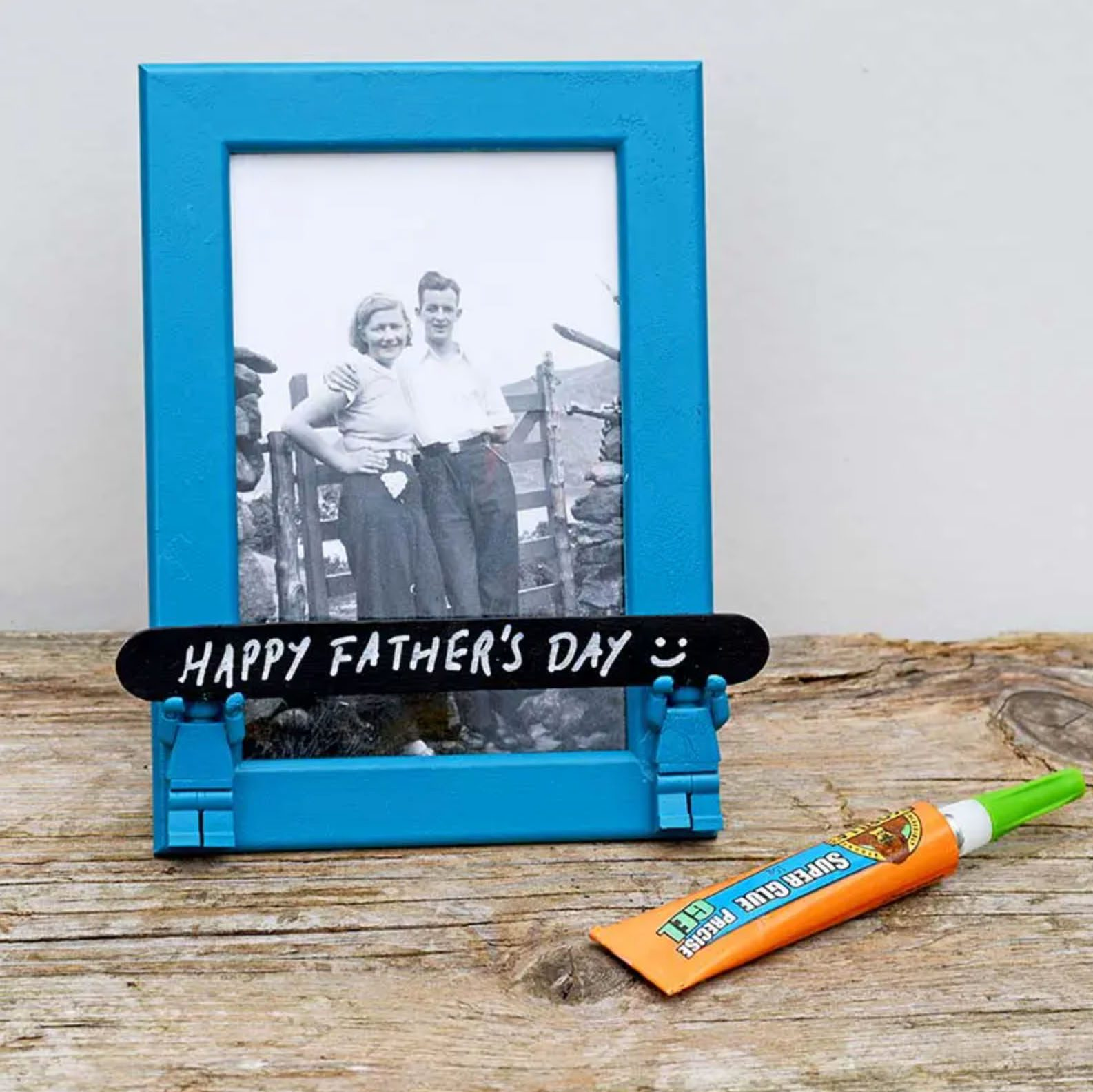 Mini-figure frame for Father's Day