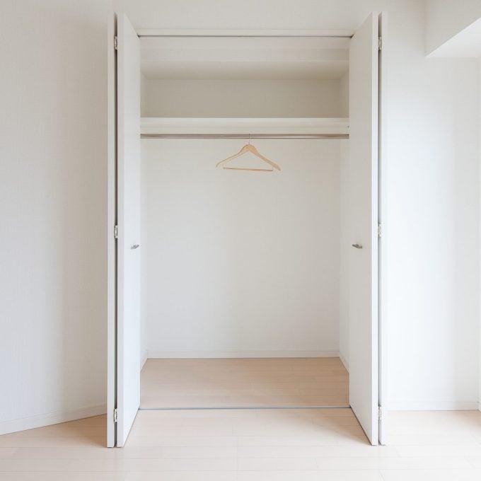 bi-fold closet doors in a bedroom