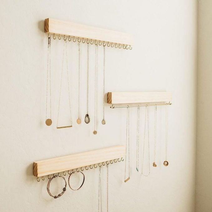 Wall jewelry rack
