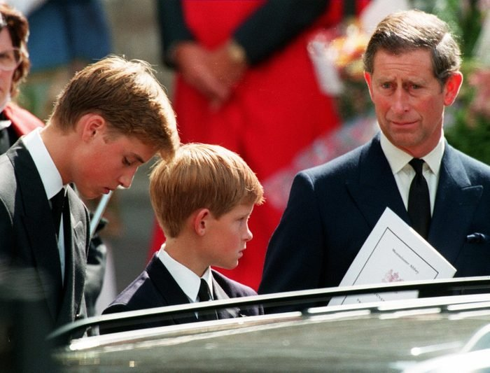 Former husband of Diana Prince Charles (L) and their two sons Harry (C) and William wait in front of the Westminster Abbey in London after the funeral ceremony of Princess of Wales