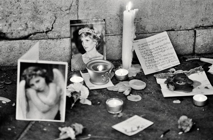 One of thousands of small shrines left in the streets of London by the public, during the funeral of Diana, Princess of Wales (1961 - 1997) in London