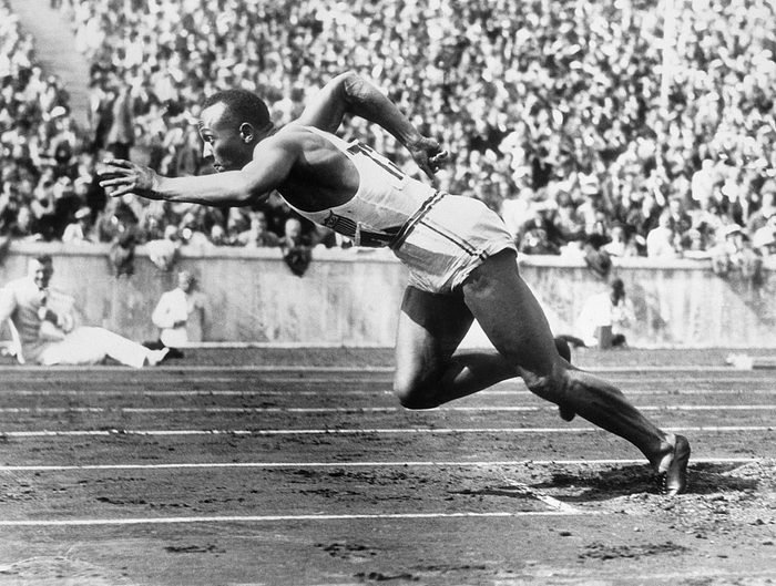 Jesse Owens at Start of Race