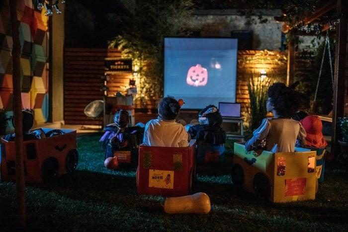 halloween movie night in backyard