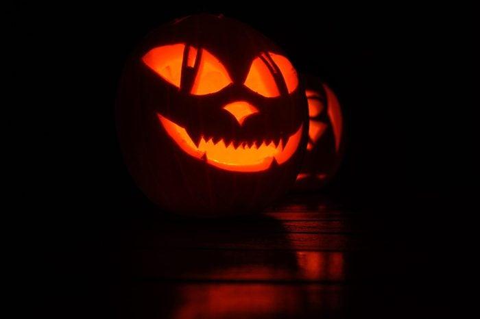 Mad Cat lantern shine on Halloween night.