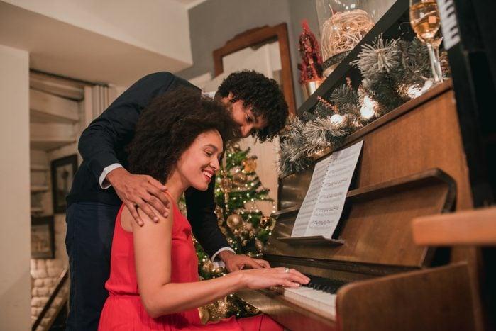 Man hugging female pianist