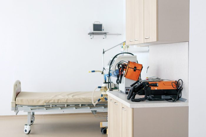emergency room exam room with bed and equipment