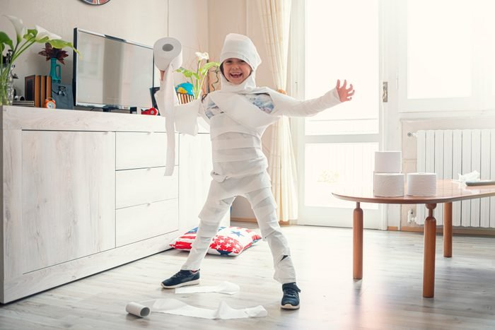 playing toilet paper snowman game