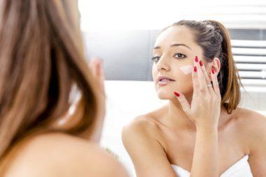 05-moisturize-amazing-tricks-for-healthy-glowing-skin-369664946-Galovtsik-Gabor