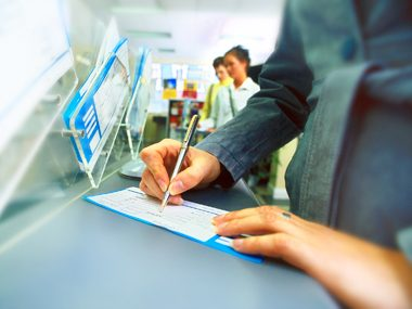 20 Secrets Your Bank Teller Won't Tell You | Reader's Digest
