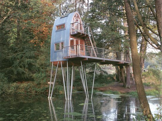 6 cool tree houses you 39 ll want in your backyard reader 39 s for Cool backyard tree houses