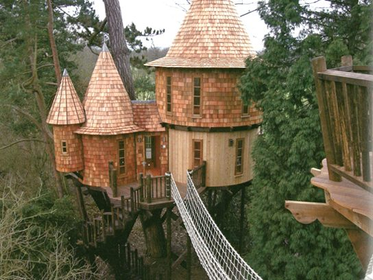 6 cool tree houses you 39 ll want in your backyard reader 39 s for Cool small tree houses