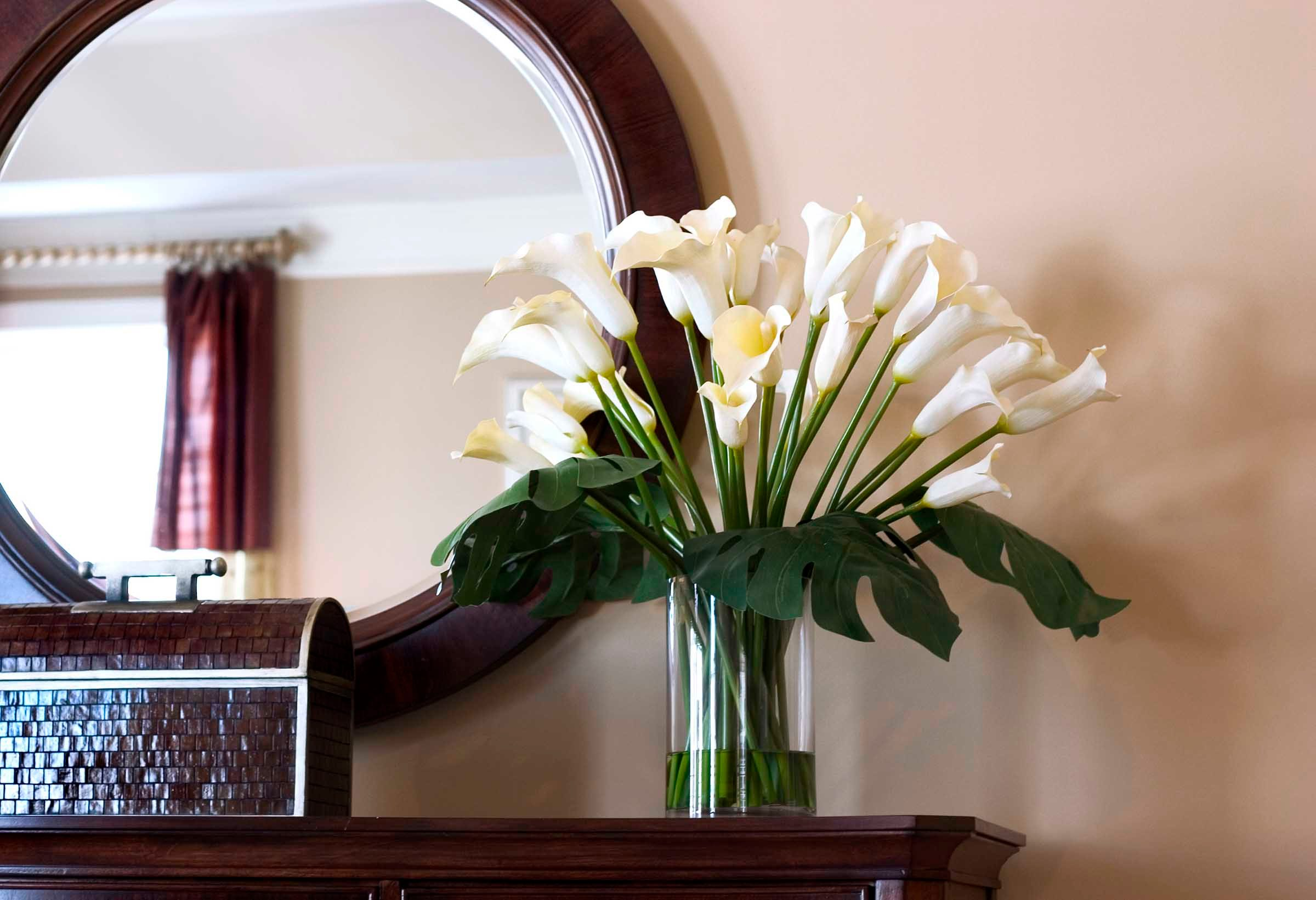 Create Space With The Right Mirror Placement