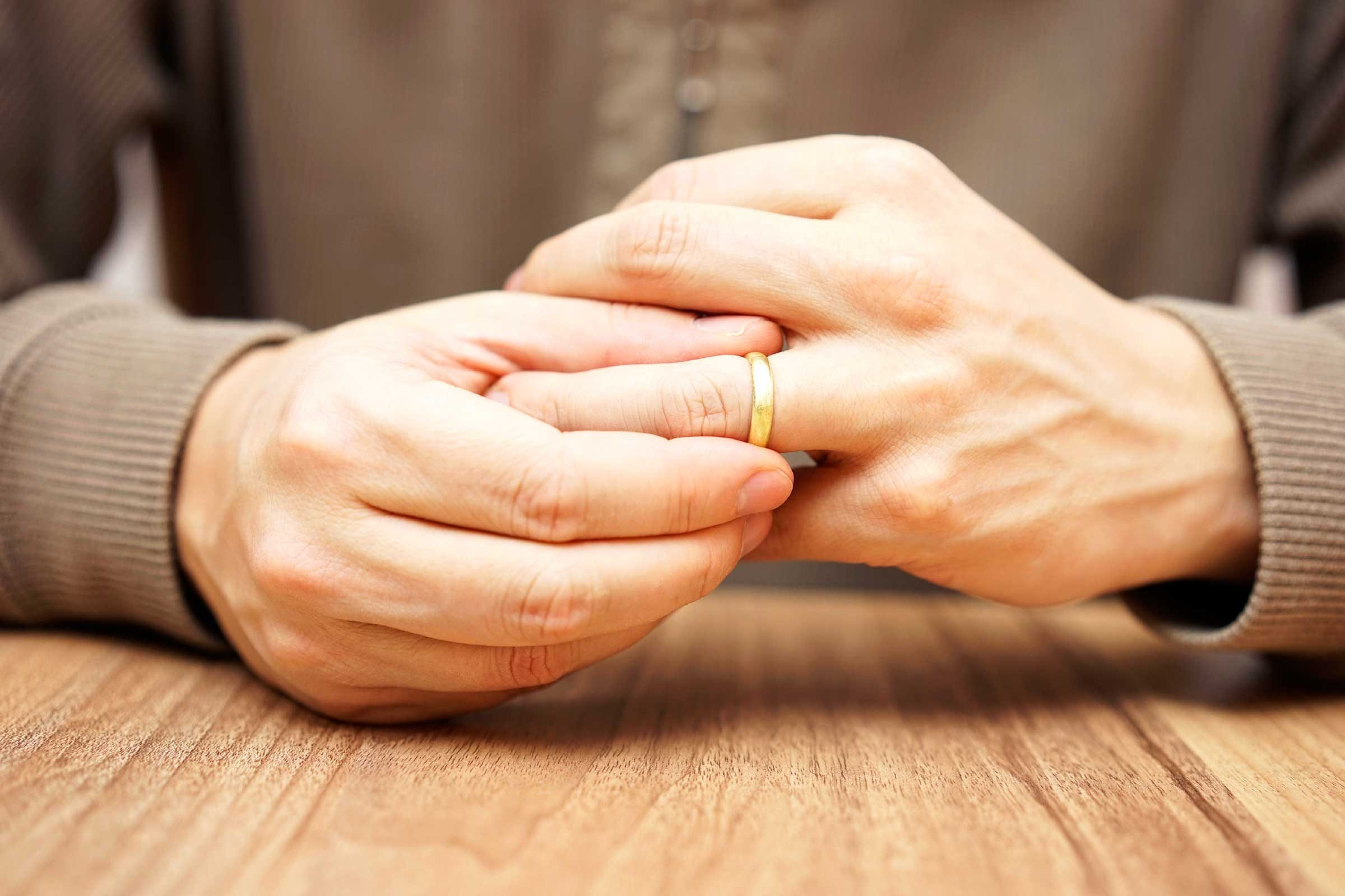 When To Remove Wedding Ring During Divorce Wedding RIngs Design