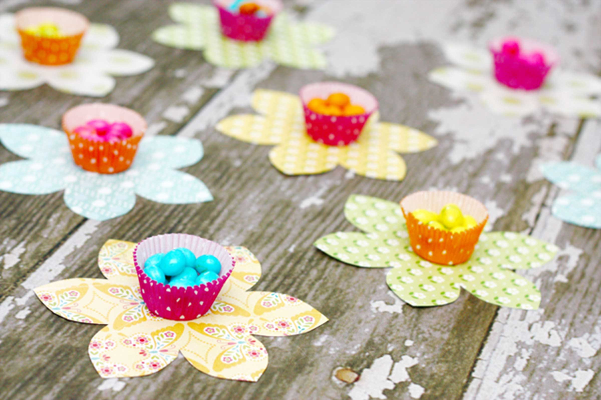 Crafts for the elderly in nursing homes - Easter Candy Flowers