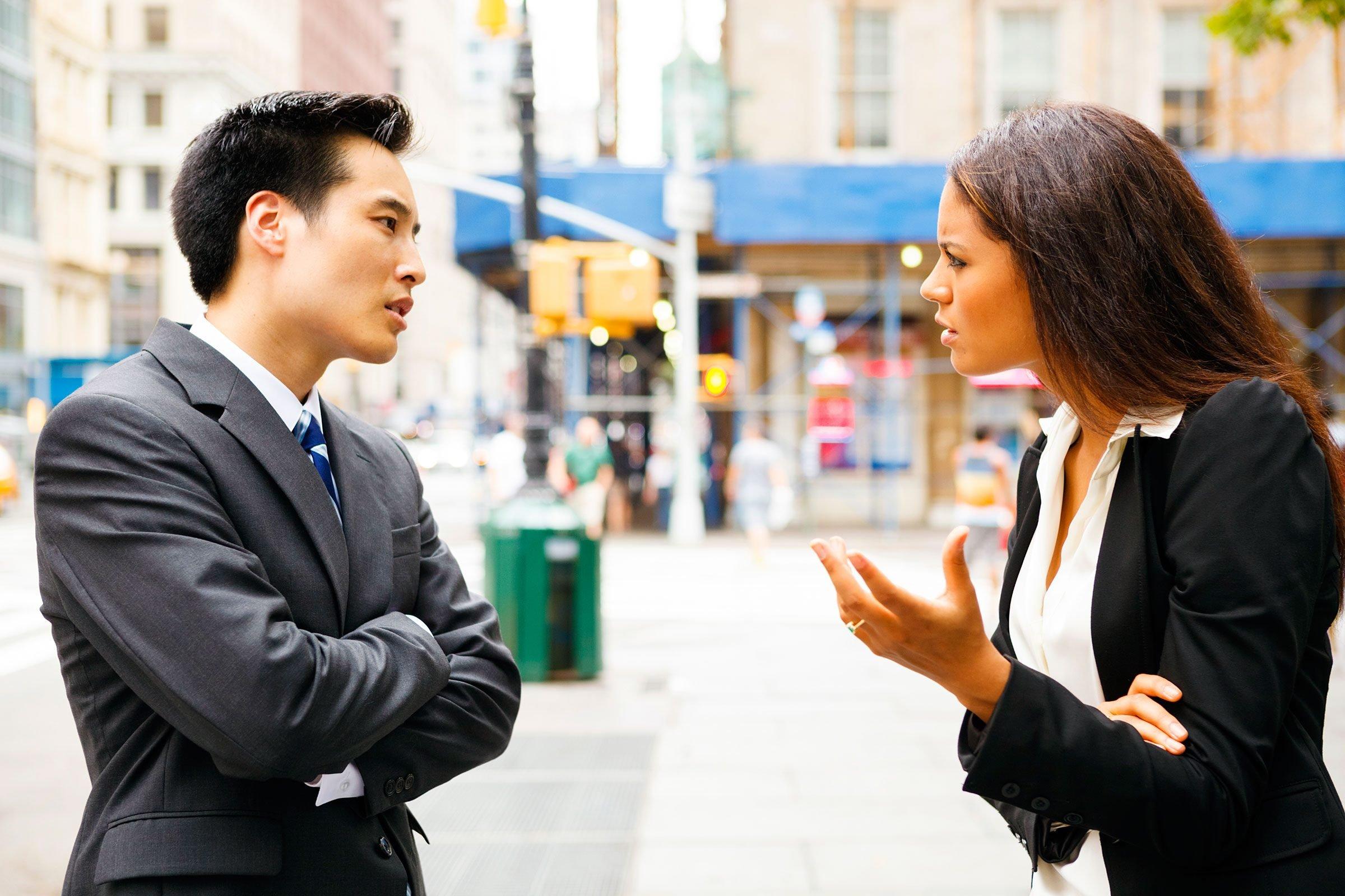 05-sabotage-apology-couple-fighting Jika 9 Masalah Ini Terjadi Pada Kamu dan Pasangan, Yakin Masih Mau Mempertahankan Hubungan?