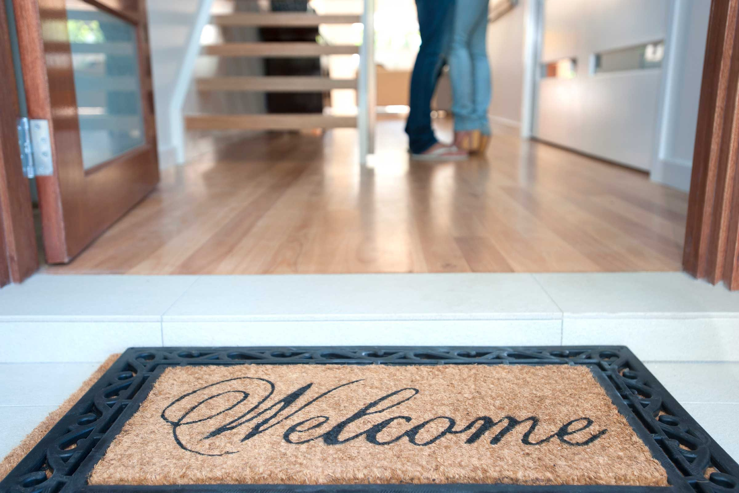 Use doormats with synthetic fibers