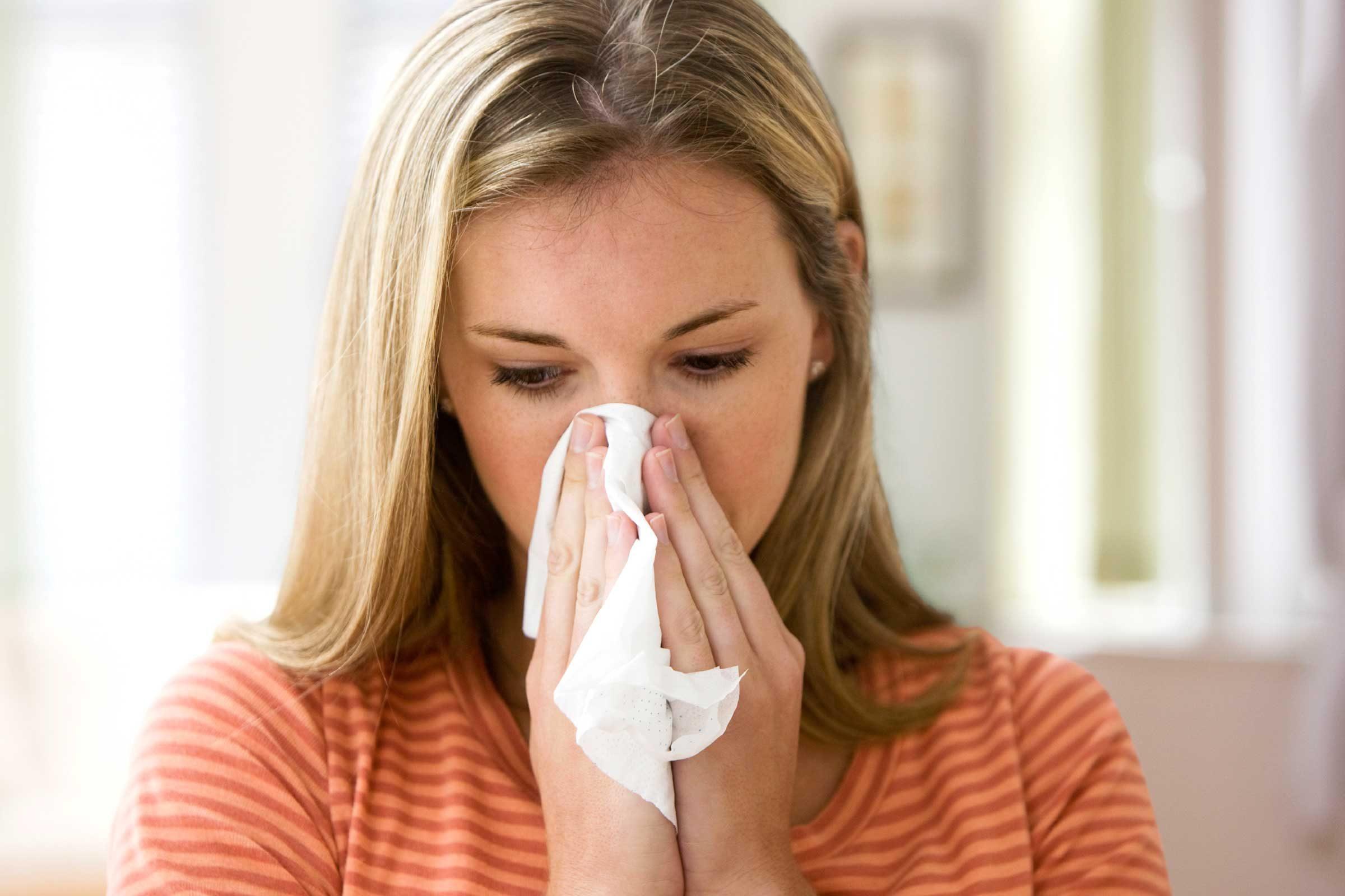 Une personne sur quatre échoue à couvrir sa bouche lors d'éternuements