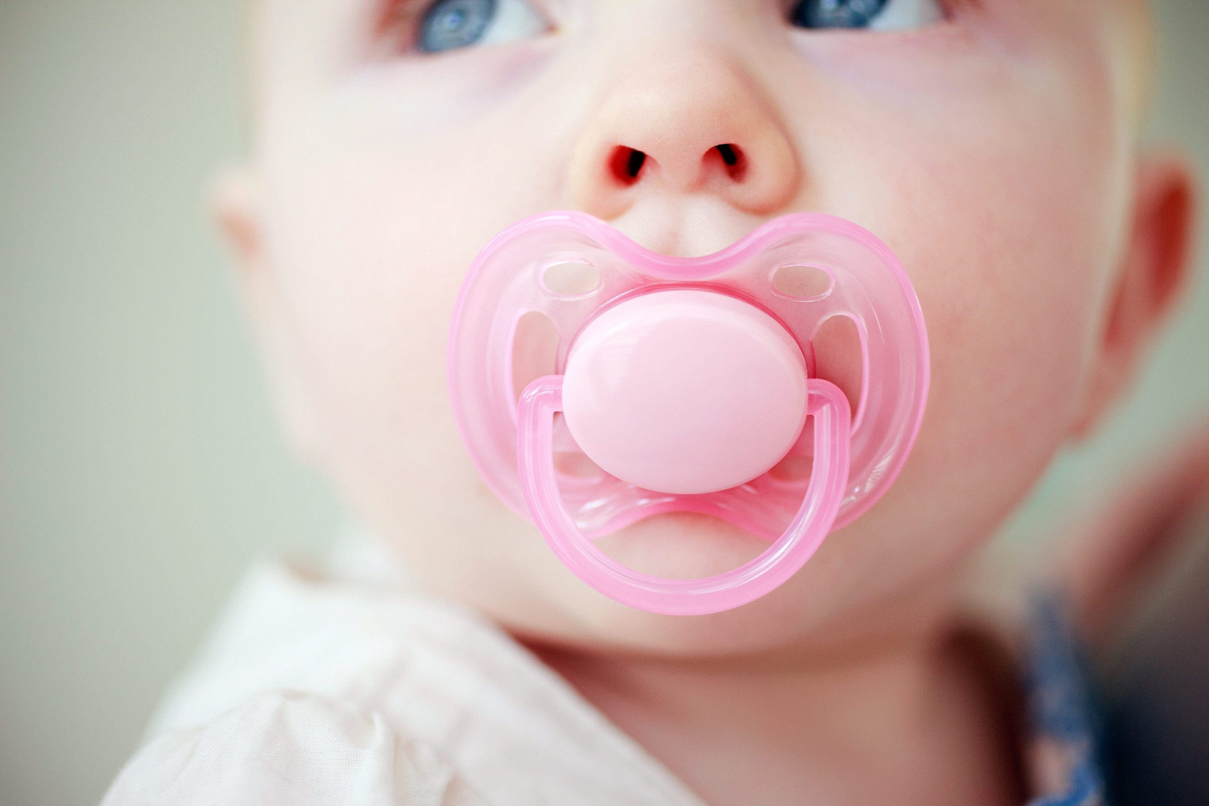 Cleaning your baby's pacifier with your own saliva? Healthy habit.