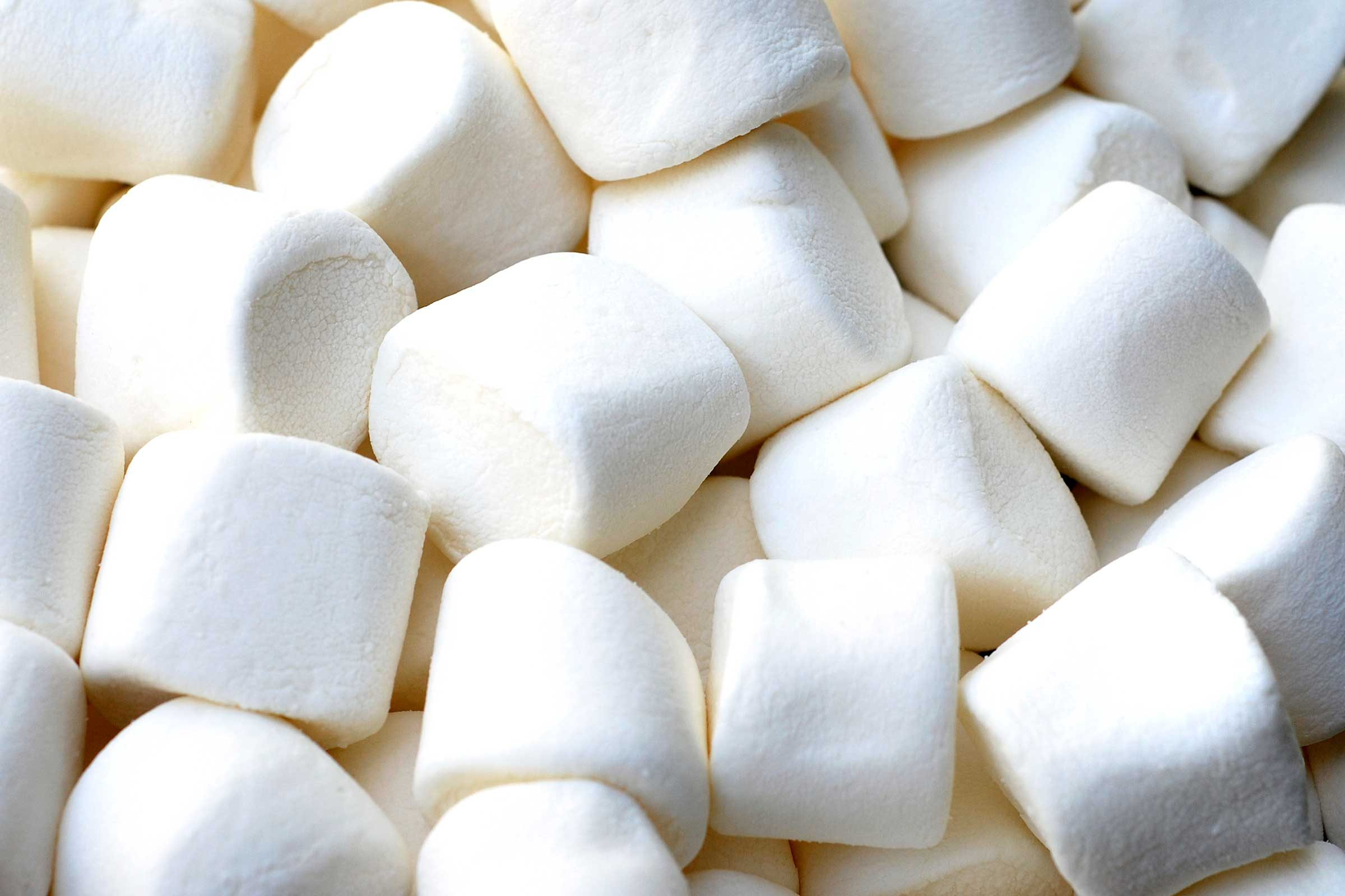 Cornstarch unsticks marshmallows