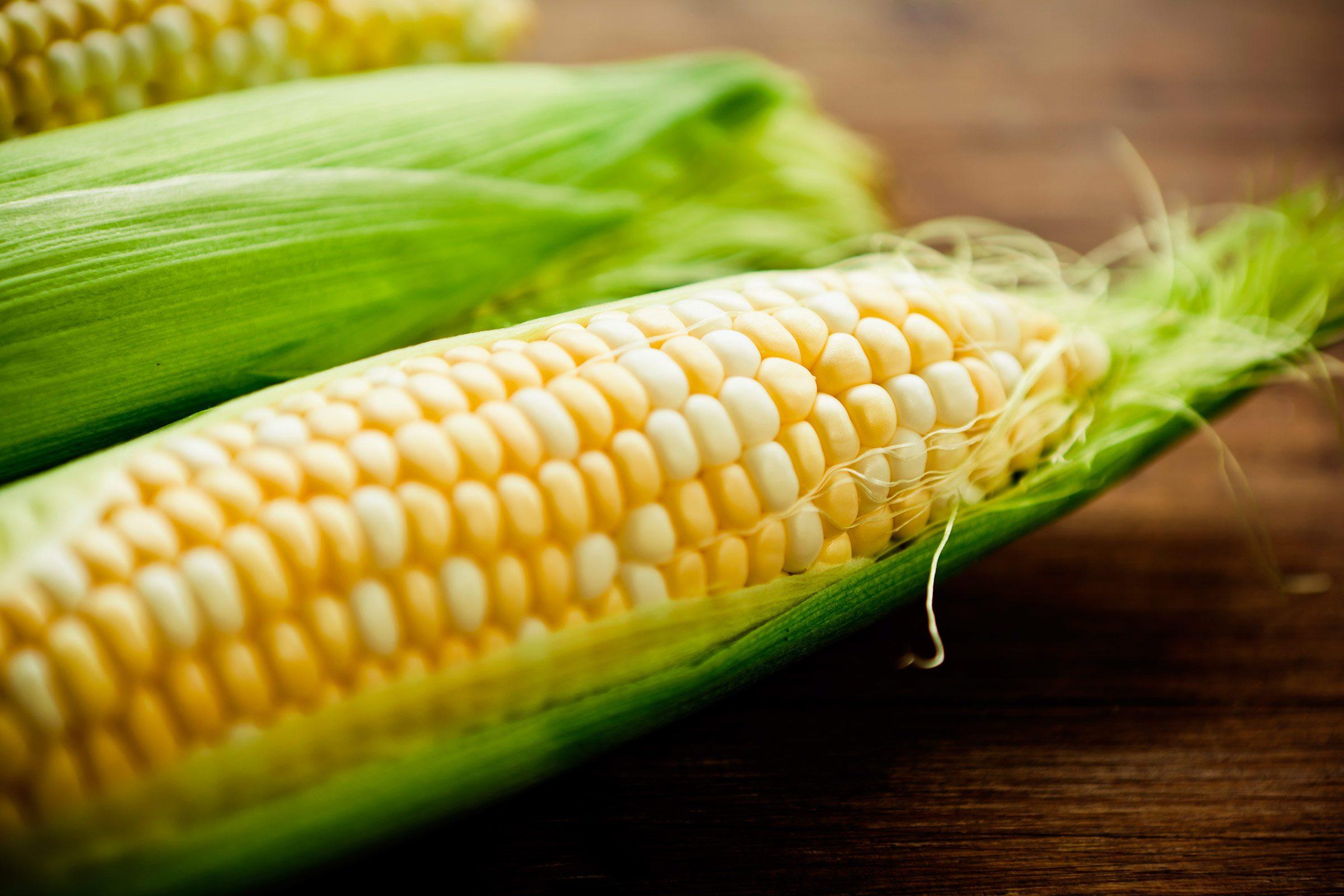 1. Clean silk from fresh corn