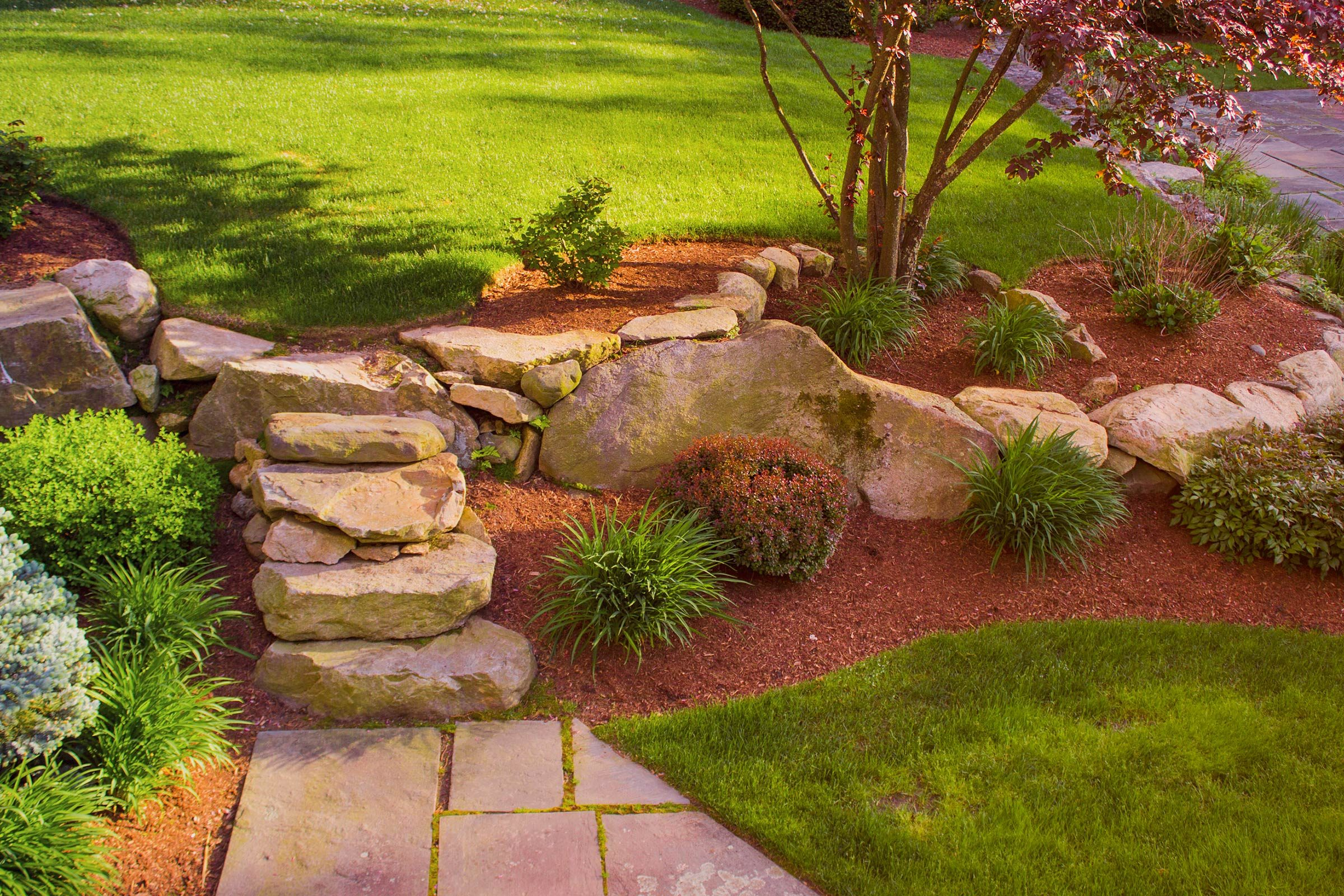 Landscaping With Mulch Pictures : Things your landscaper won t tell you reader s digest