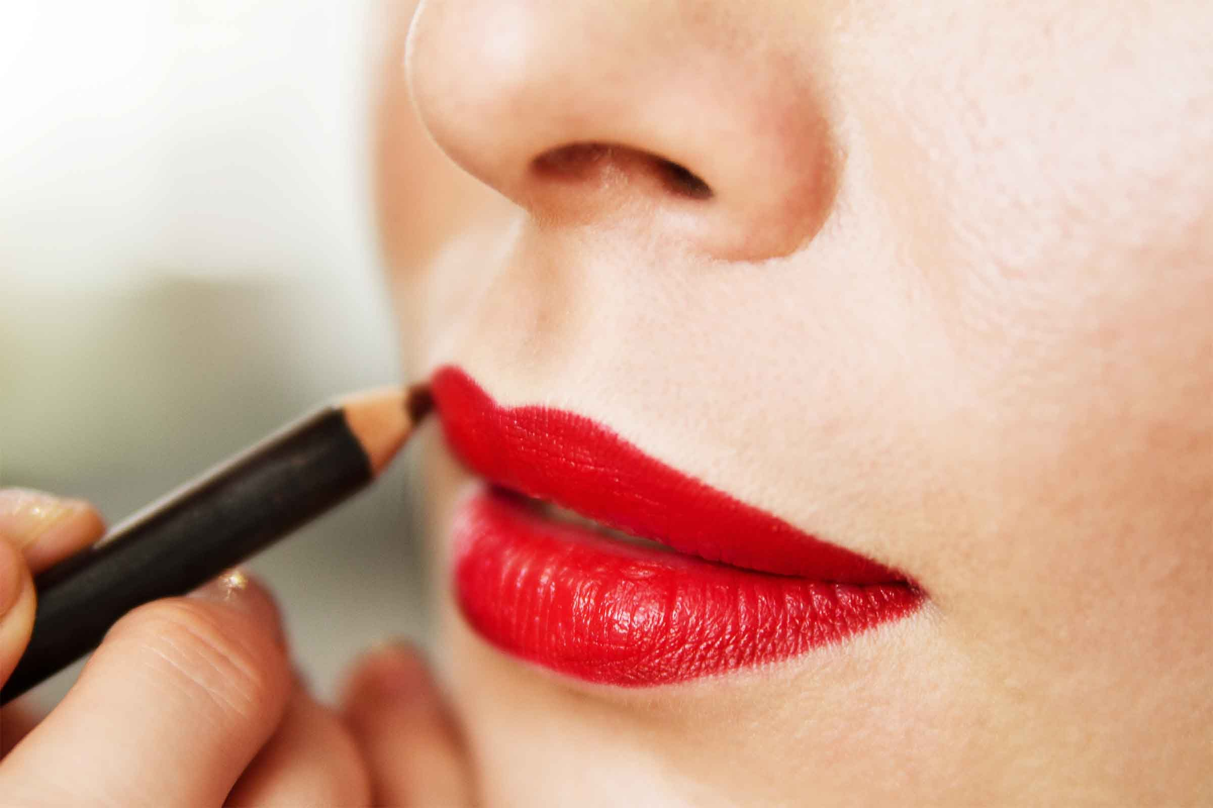Avoid Red Lipstick And Blush