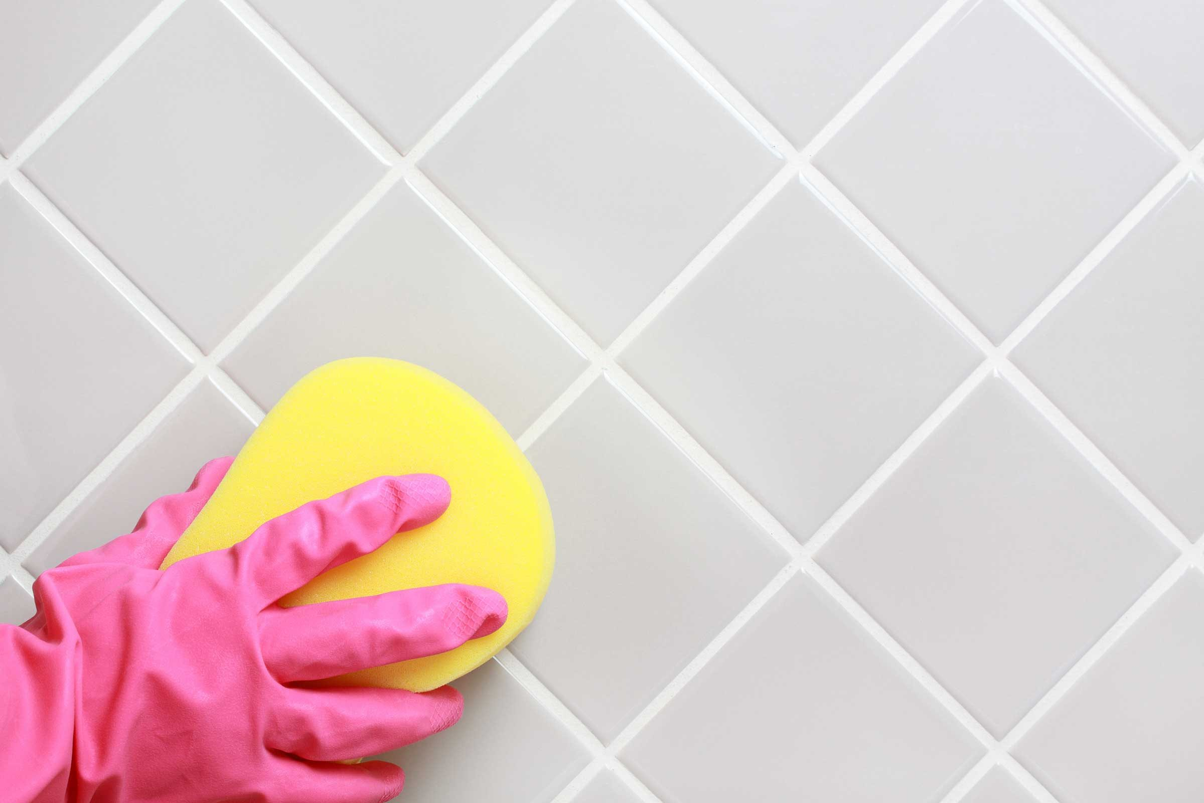 2. Make a Nontoxic Bathroom Cleaner