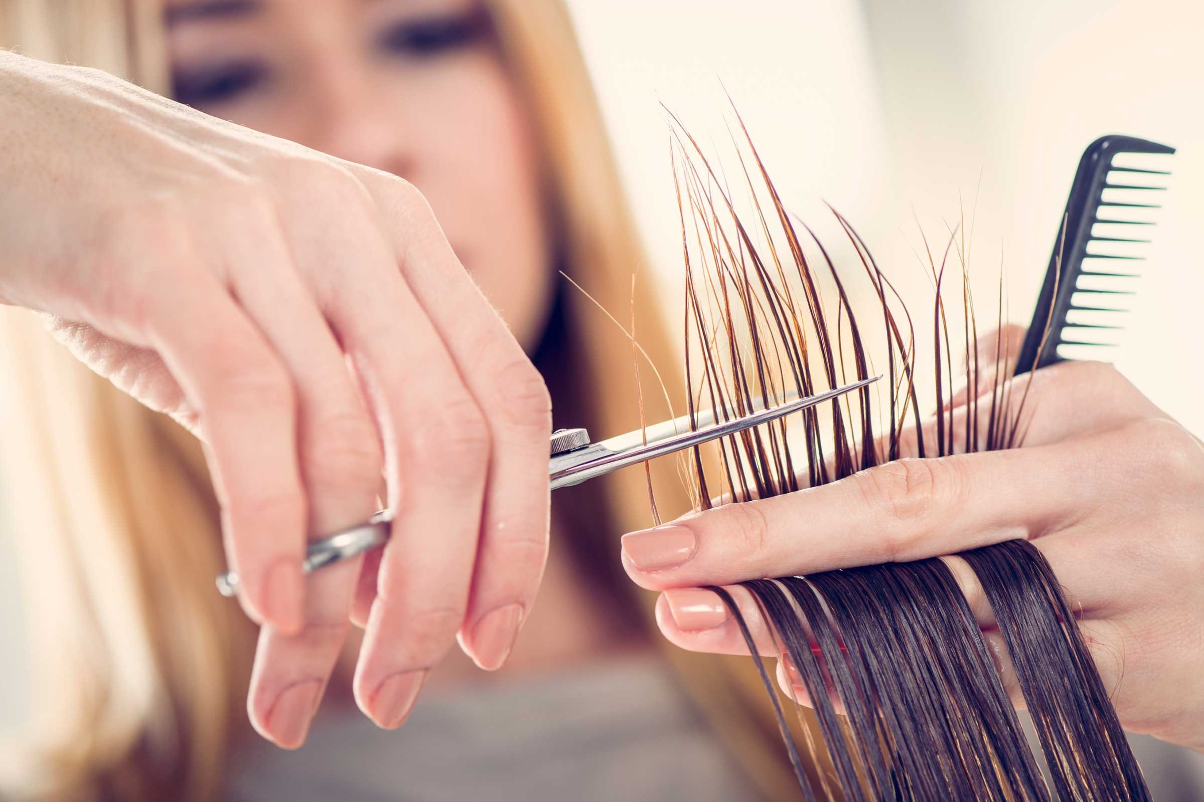 Your hairdresser: secret dermatologist