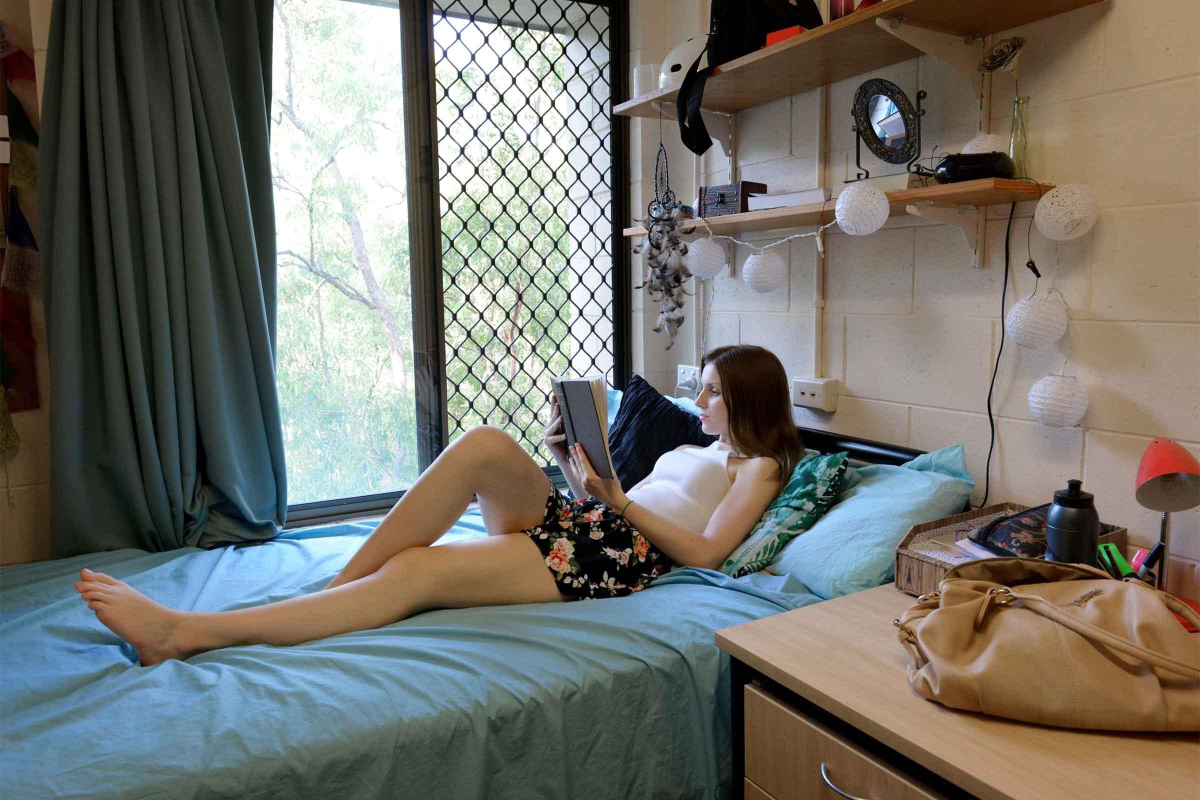 17 Genius Hacks for Organizing Your College Dorm Room