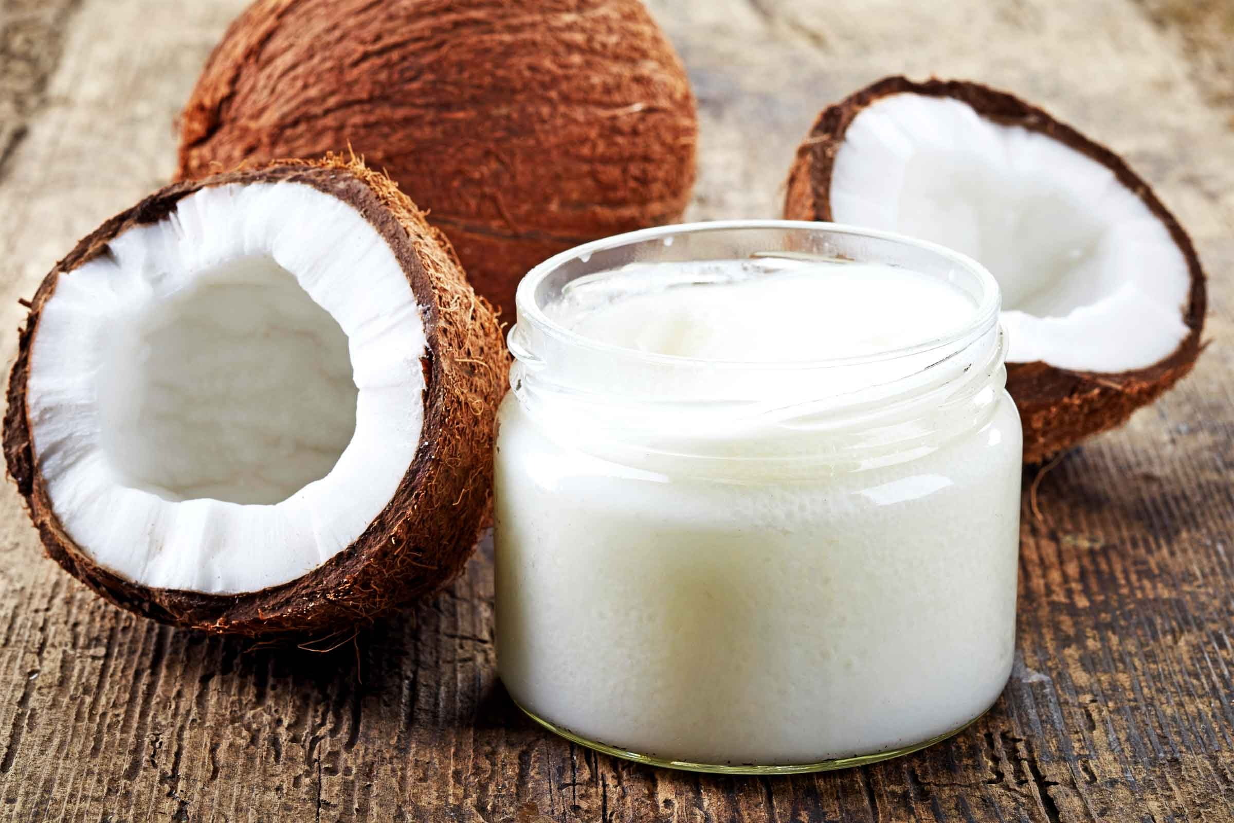 Jak léčit černé tečky: Kokosový olej a cukr peeling