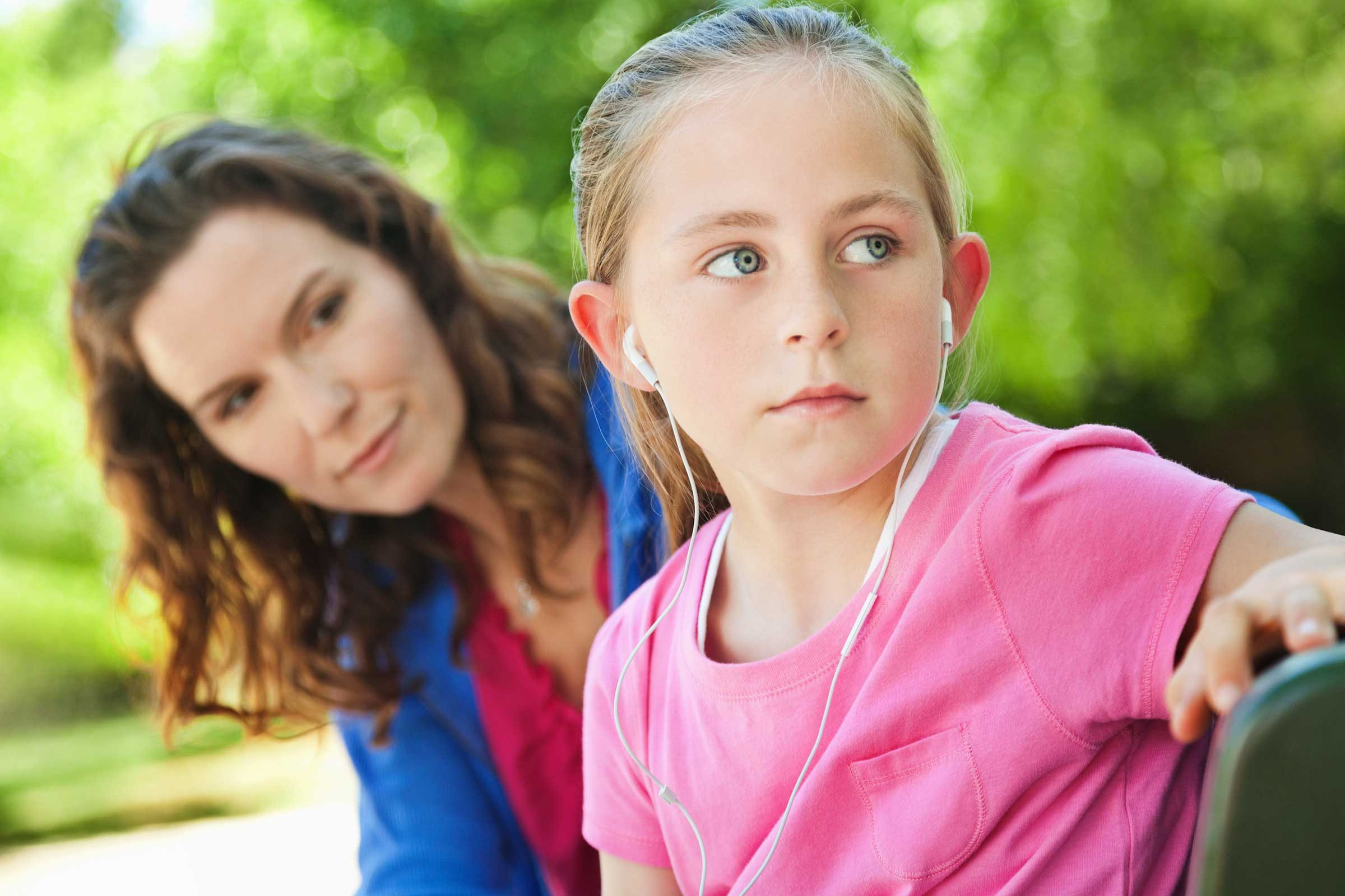 Signs Your Child Is Being Bullied: 10 Red Flags | Reader's ... Kid Getting Bullied