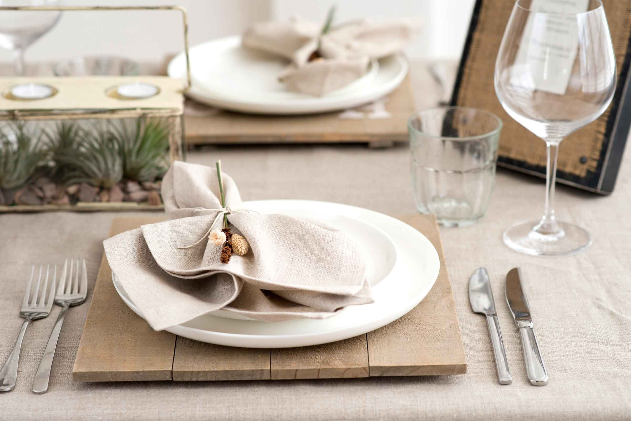 Thanksgiving table setting tips for hosts reader 39 s digest Dinner table setting pictures