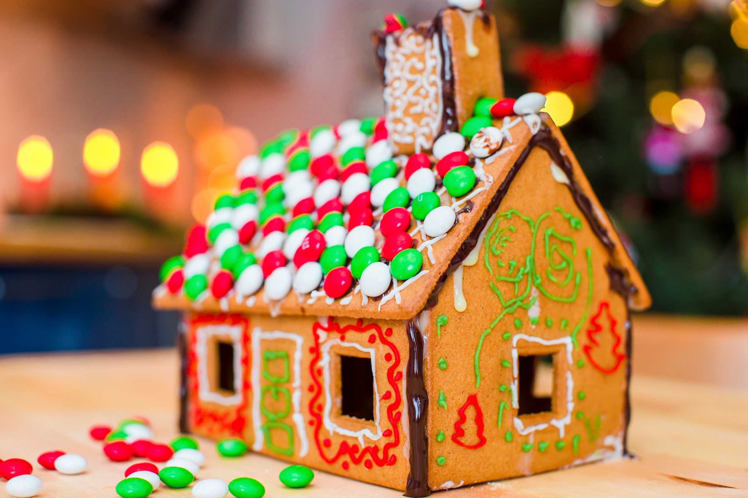 Decorate A Gingerbread House Online Game