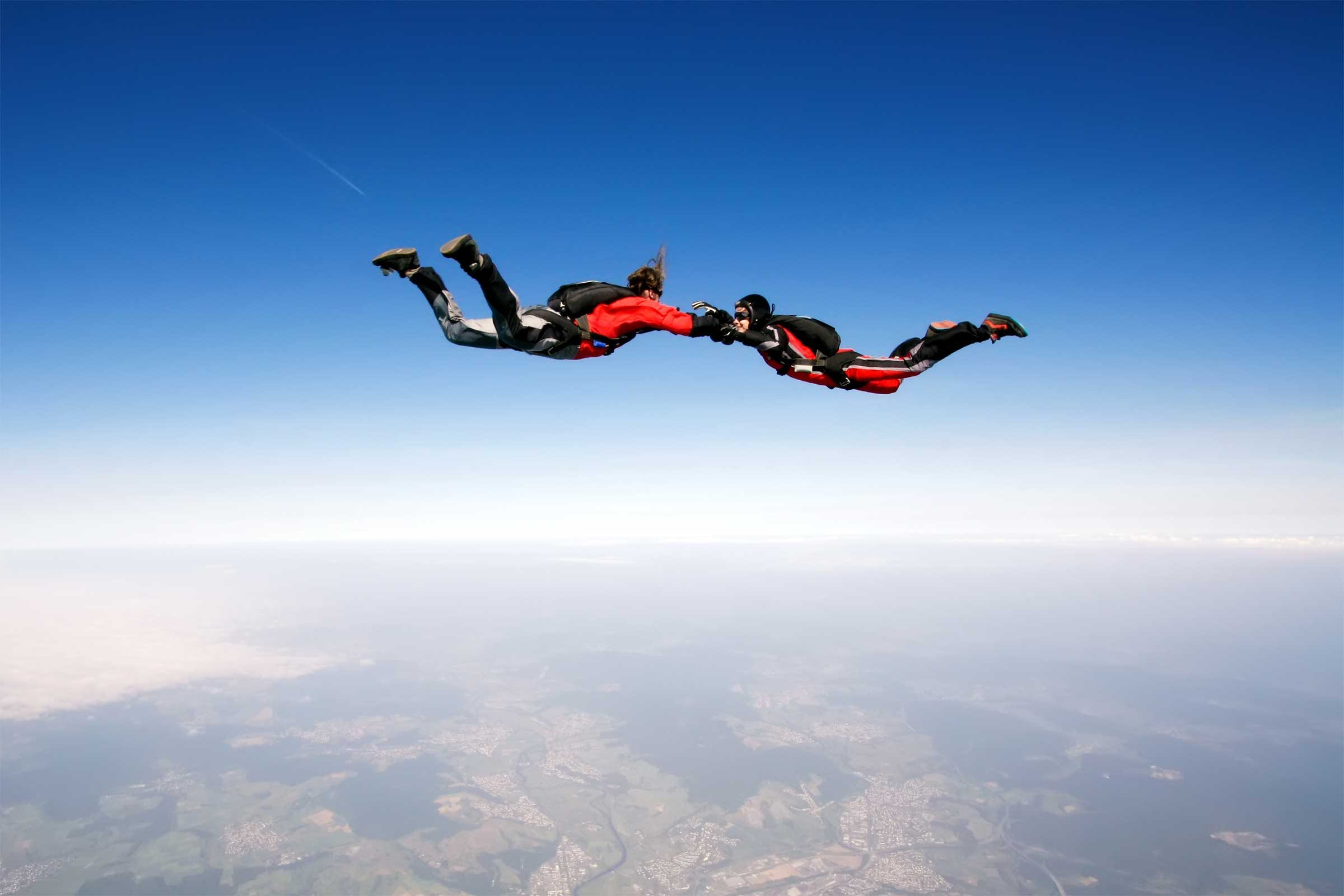 before you go skydiving what you need to know reader s digest the fall isn t like a roller coaster