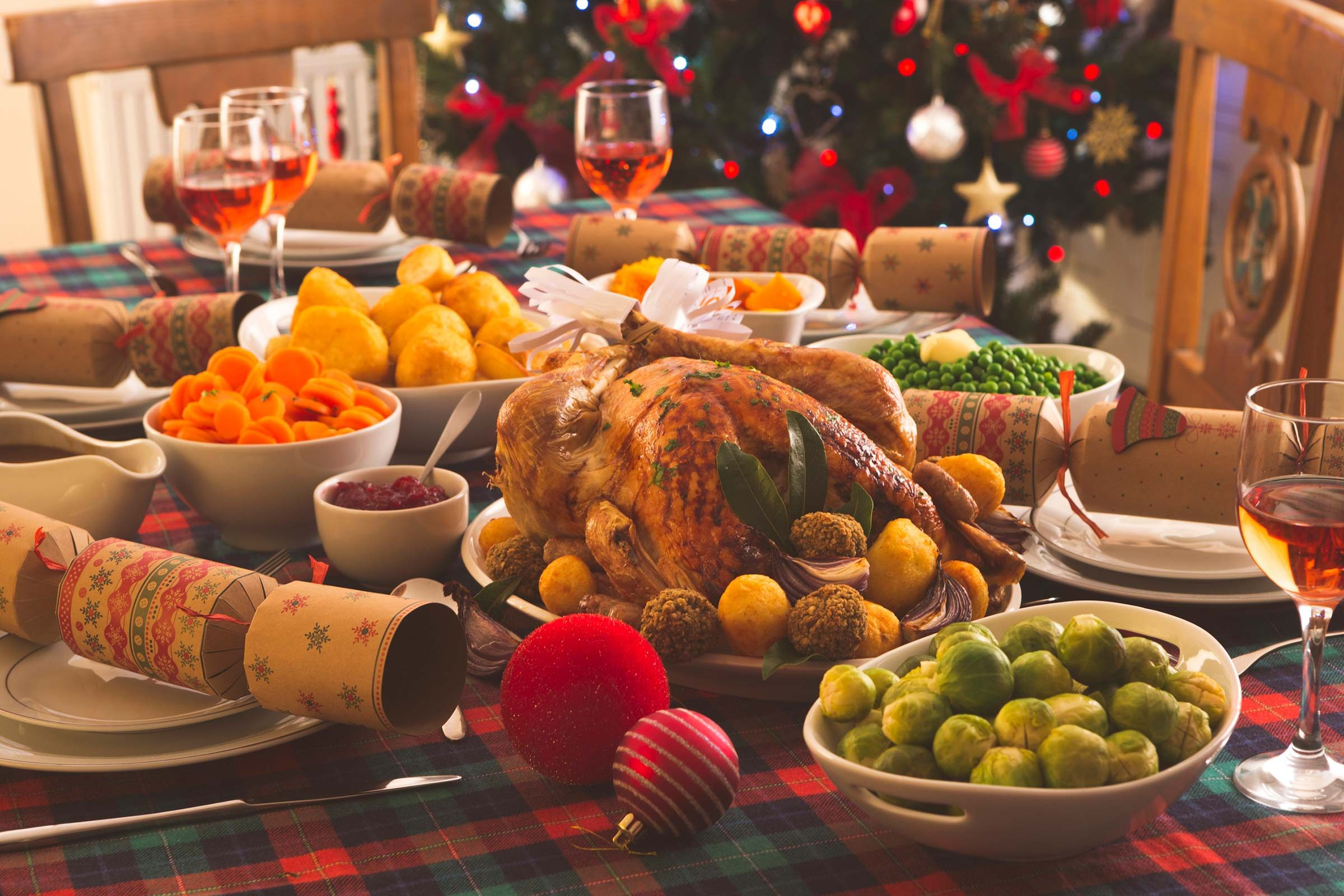 Tips to save money on holiday shopping reader 39 s digest for Xmas feast ideas