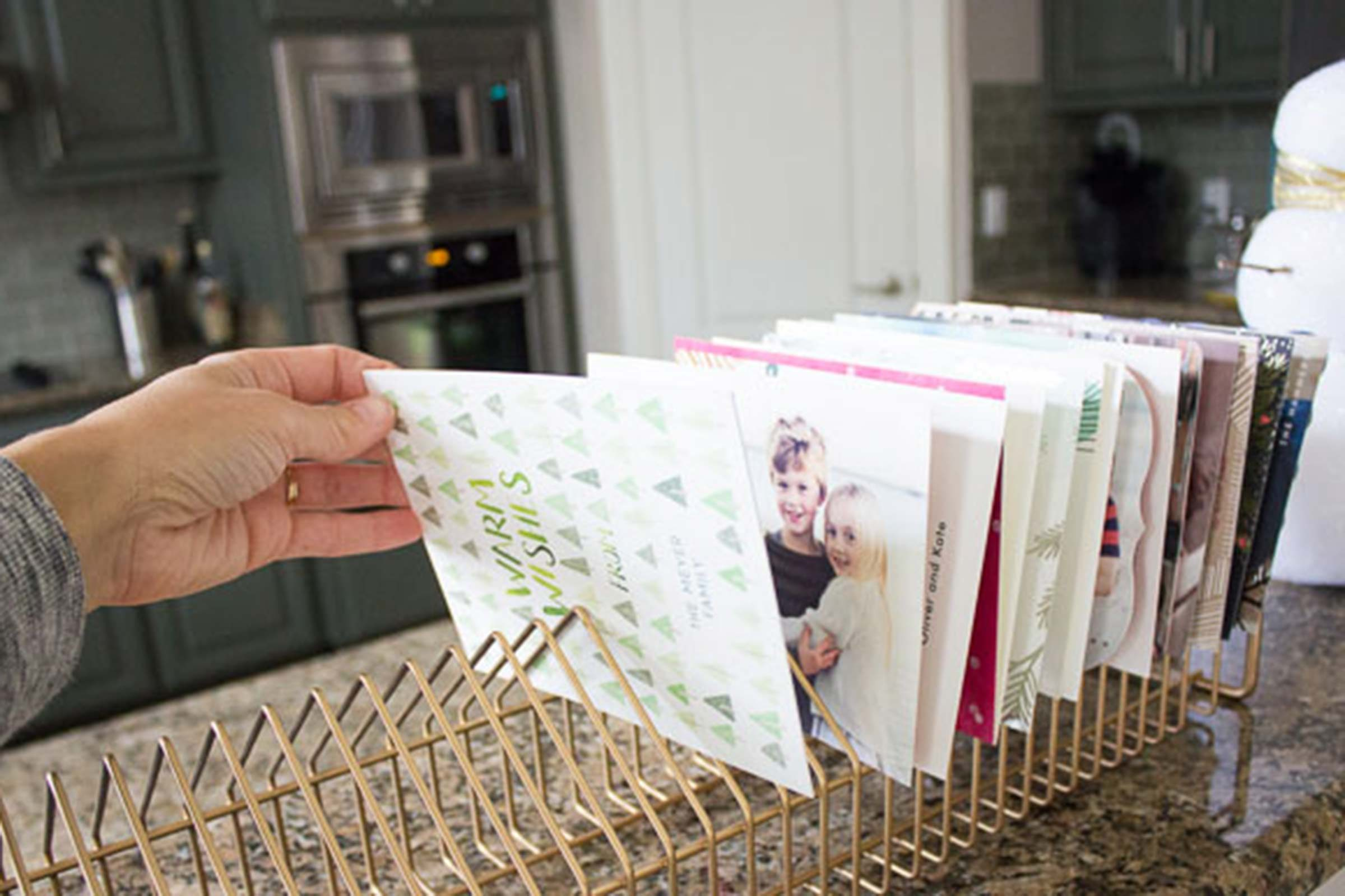 What to do with christmas cards creative displays - Christmas card display ideas ...