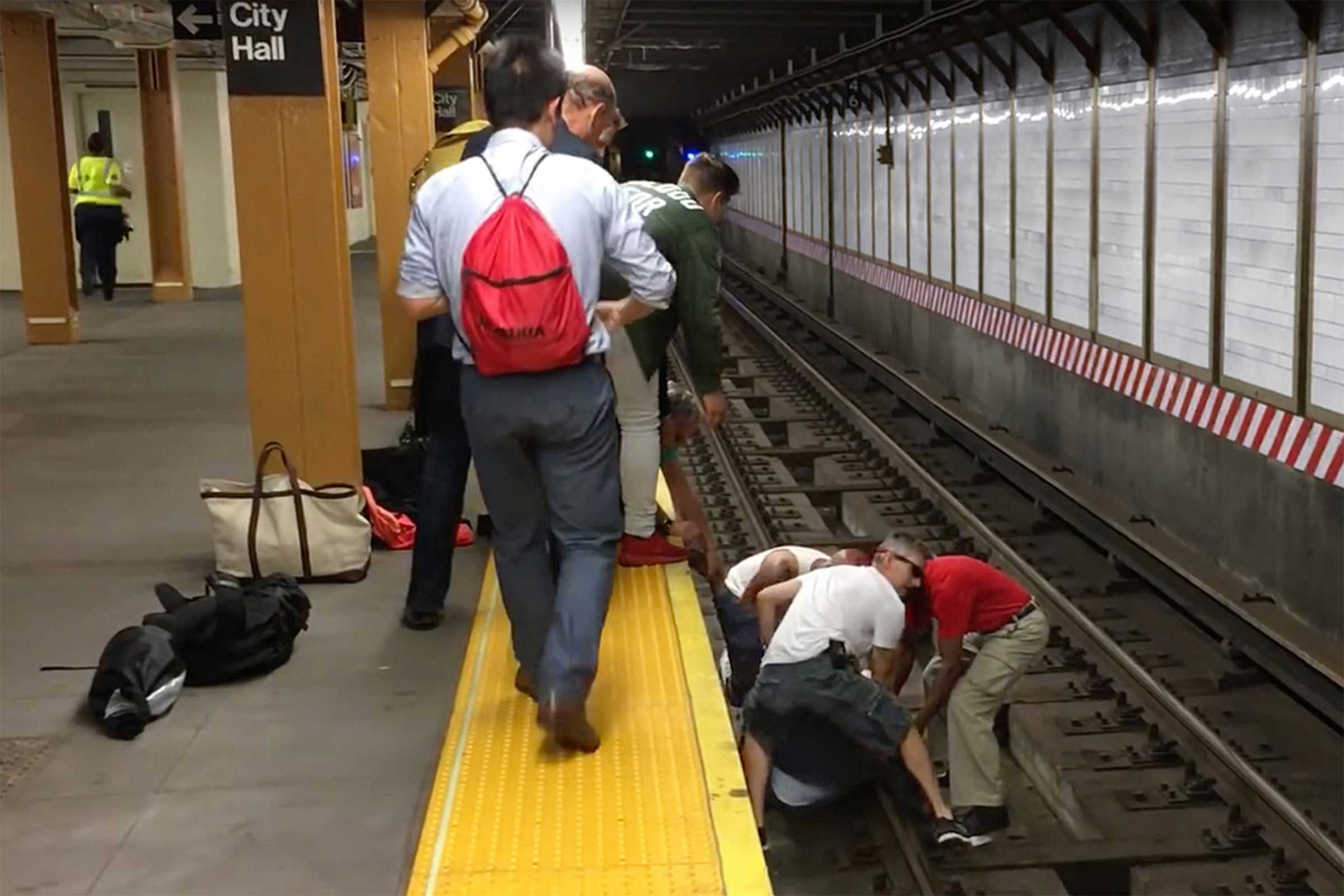 Three Strangers Jumped To Save This Man S Life Reader S