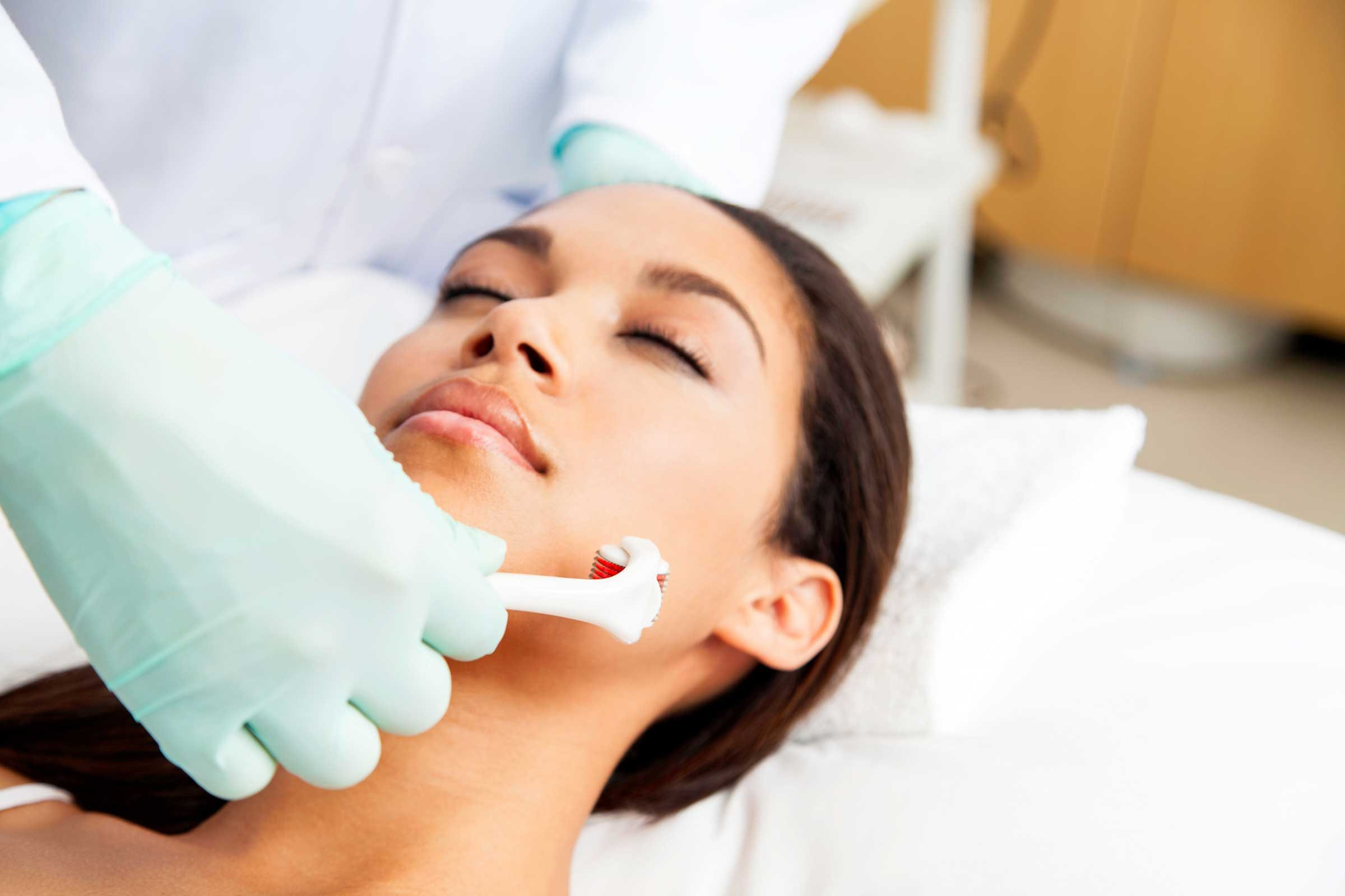 Benefits of Microneedling, the Hottest Skincare Trend ...