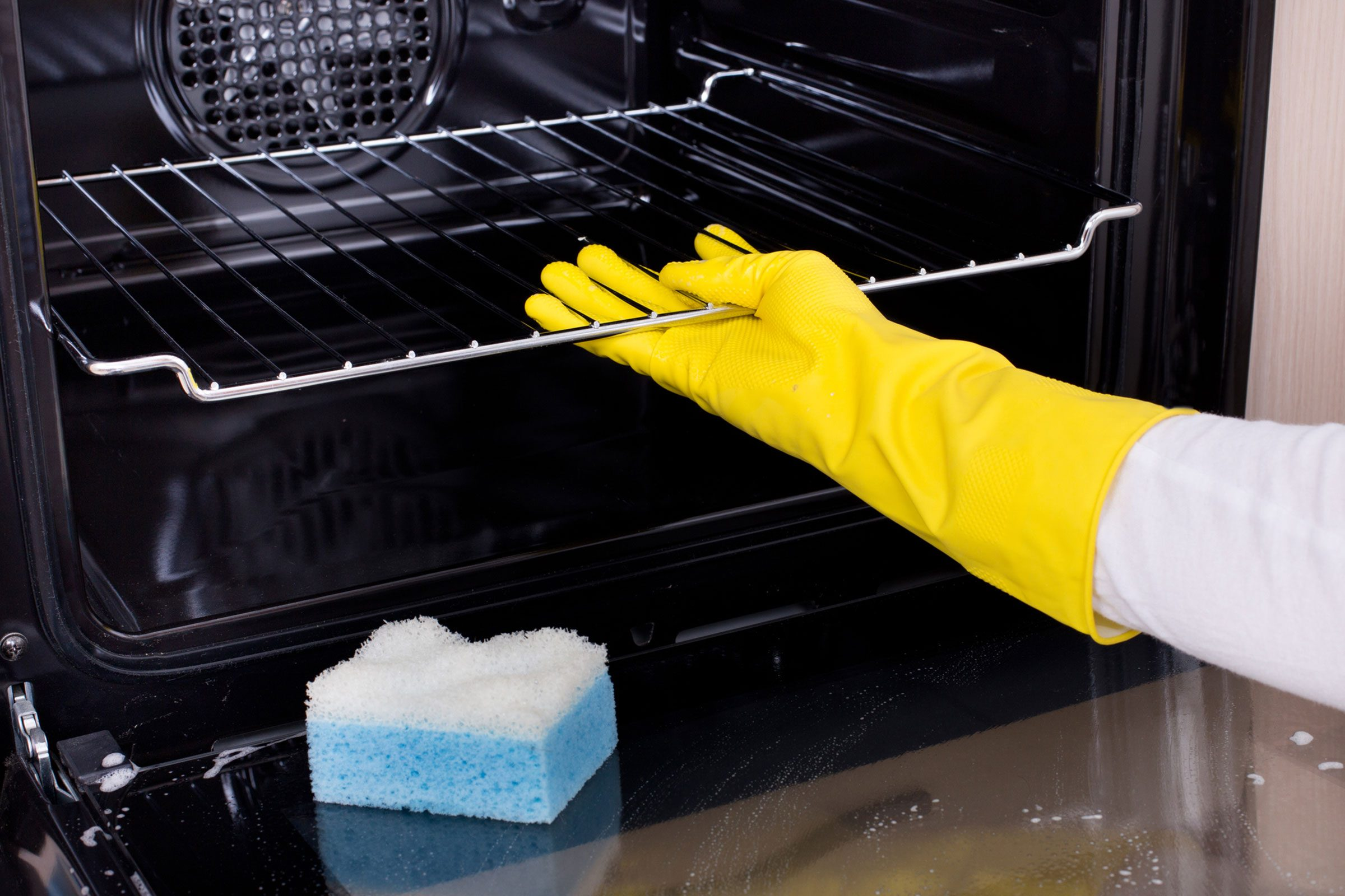self-cleaning ovens: what to know before using yours | reader's digest