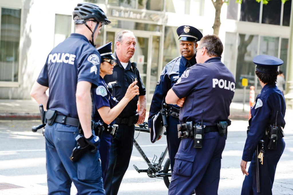 what to know about dating a police officer Well, i know we have only been dating for such i'm dating a police officer i also work in the law enforcement field as a parole officer and i am dating a cop.